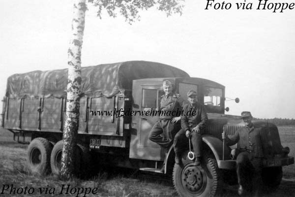 Tatra_T_111_WH-915317-_via_Hoppe.jpg